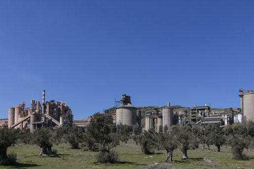 Ελλάδα - εργοστάσιο τσιμέντου Καμαρίου
